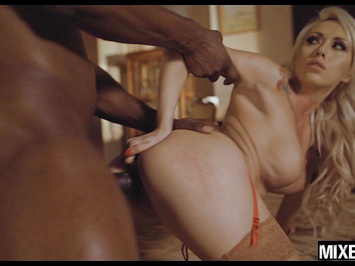 Shining Valentina Nappi Blows Enormous Black Pecker